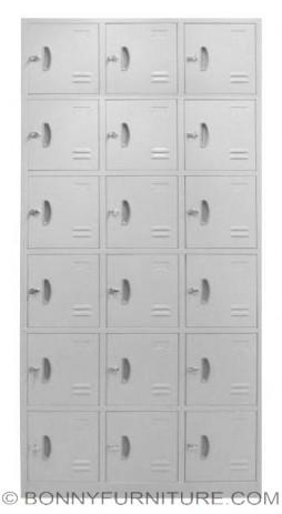 AS 032 (18-door locker)
