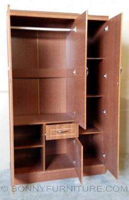 801 Wardrobe 3-Door (open)